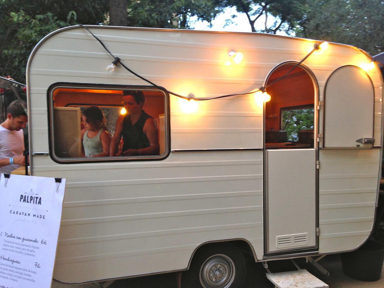 caravane made y el catering de palpita street food barcelone choisis ton resto. Black Bedroom Furniture Sets. Home Design Ideas