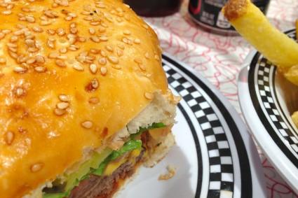 burgerite-aigu-pour-choisis-ton-resto-blog-restaurant-geneve-choisis-ton-resto-a-geneve-american-diner-les-paquis