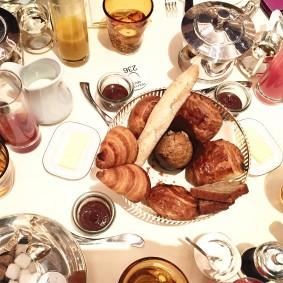 breakfast-time-the-dochester-london-londres-choisis-ton-resto-blog-restaiurants-suisse-uk-genève-londres