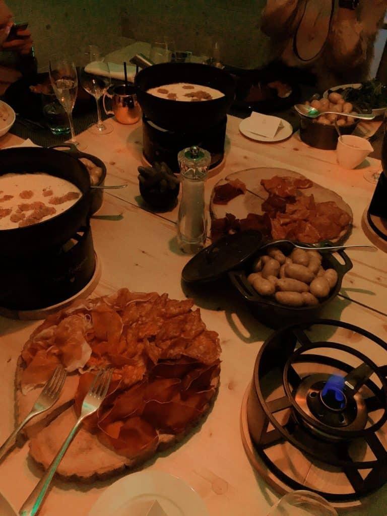 spots-fondue-genève-choisis-ton-resto-blog-suisse-restaurant